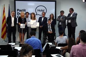 Sala de prensa del PDC, ayer, con Neus Munté, Marta Pascal, Artur Mas y David Bonvehí, entre otros responsables del partido.