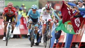 Pogacar, Superman y Roglic llegan a La Cubilla por delante de Valverde.