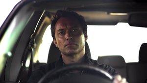 Jude Law en una imagen de 'El tercer día'.