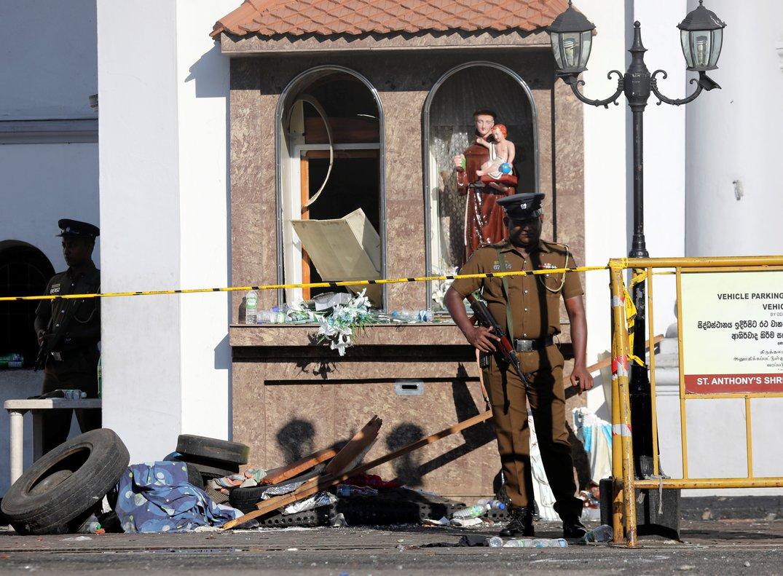 La policía de Sri Lanka resguarda las zonas del atentado.