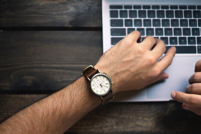 La clave del mercado laboral es el tiempo: temporalidad, horas extra y precariedad