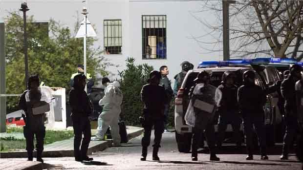 Tensión en Coín, Málaga, donde dos clanes de etnia gitana se han enfrentado con palos y armas blancas. Hay dos muertos, dos hermanos, y cinco heridos.