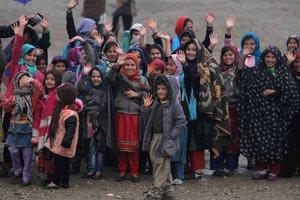 Unicef alerta sobre la situación de vulnerabilidaden la que viven los menores en algunas partes del mundo.EFE/EPA/JALIL REZAYEE