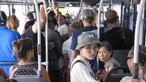 Usuarios de la linea de bus 24.