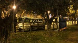 El vehículo en el que se encontraban las víctimas en el momento del tiroteo.