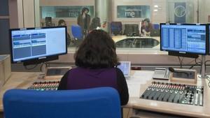 Control de realización de un estudio de Radio Nacional de España (RNE).