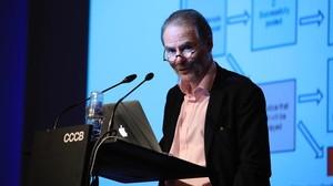 Timothy Garton Ash: gossos, gats i ratolins digitals (i un referèndum pactat)