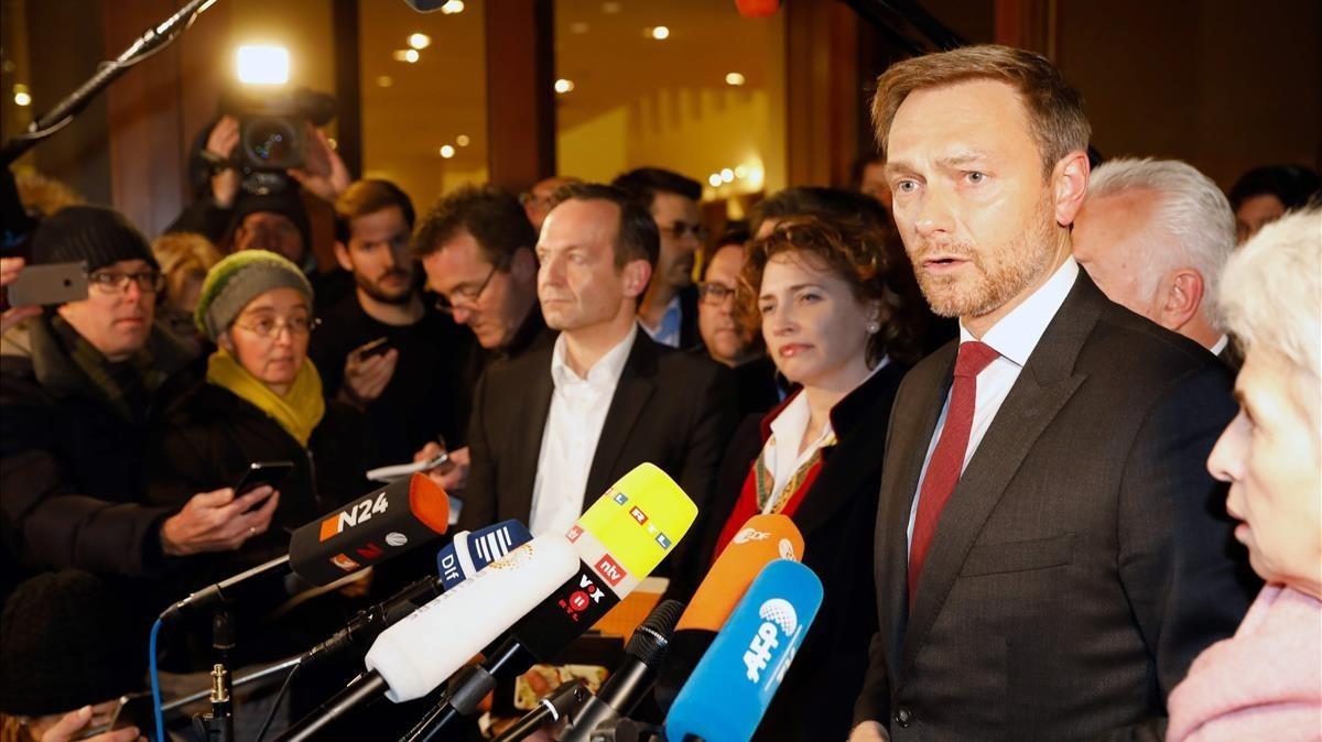 El líder de los liberales, Christian Lindner, hace declaraciones a la prensa tras la ruptura de las negociaciones para formar un nuevo Gobierno.