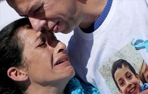 Els pares de Gabriel Cruz escampen les seves cendres al mar