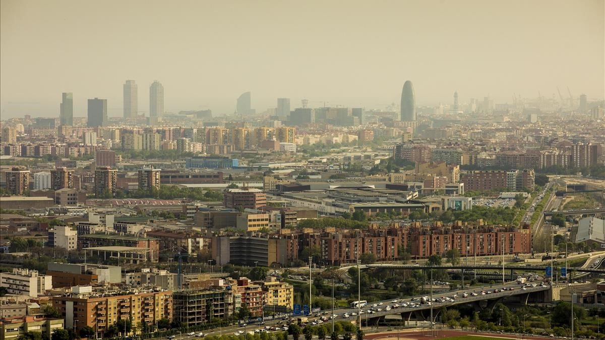 Vista de Barcelona en un día de contaminación.