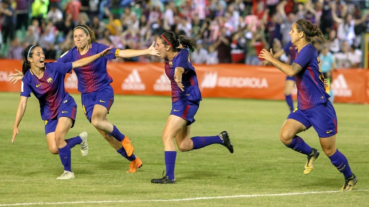Las jugadoras del Barça celebran el gol de la victoria en la Copa de la Reina.
