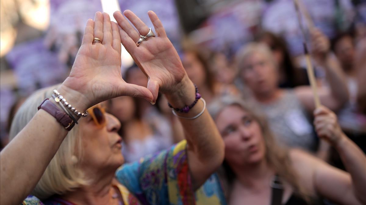 Feministes de Pamplona es desmarquen de la iniciativa d'anar de negre el dia del 'txupinazo'