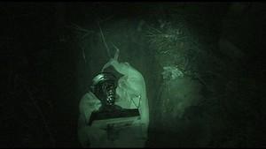 Una de las imágenes que documentan la acción Resurrección realizada por Núria Güell.