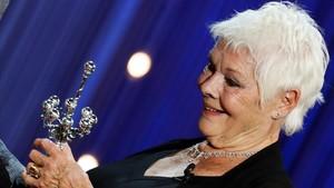 Judi Dench recibe el Premio Donostia.