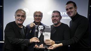 De izquierda a derecha, Ferran Adrià, Javier de las Muelas, Albert Adrià y Simone Caporale, ayer en la sede de Bacardi España presentado el primer volumen dedicado a los cócteles de la Bullipedia.