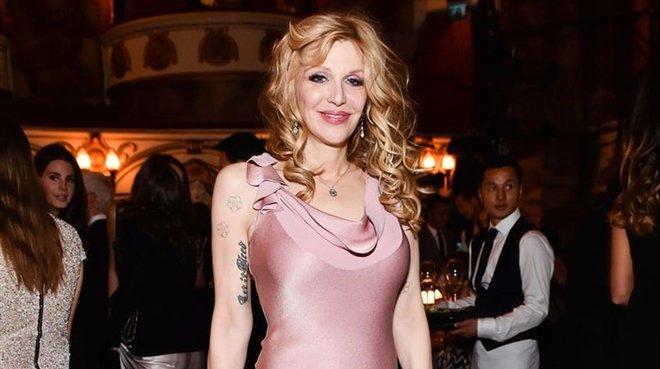 Courtney Love ven el seu armari menys punk