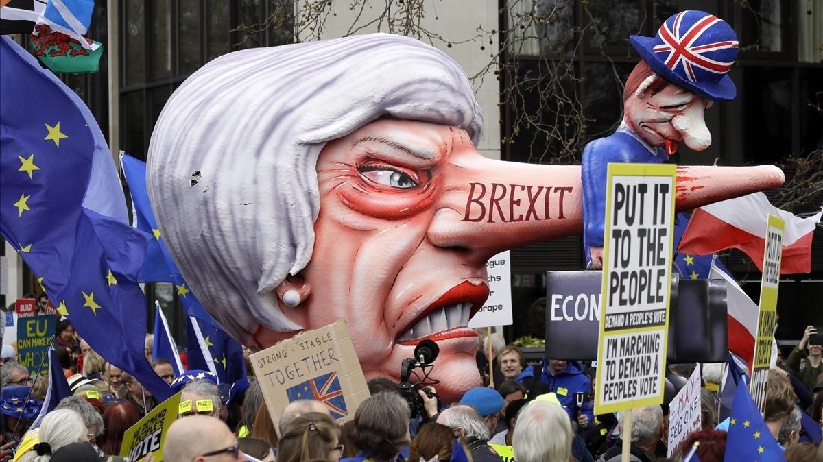 Massiva manifestació a Londres per demanar un altre referèndum del 'brexit'
