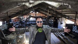 Chimo Bayo, en las ruinas de la discoteca El Templo, en Cullera.
