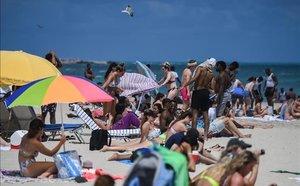 Bañistas en Miami Beach, el pasado 18 de marzo, ignorando la distancia social.