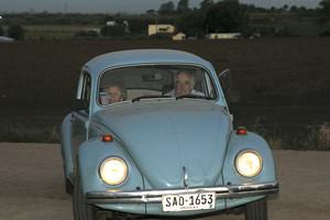 Mujica i Carmena es passegen en l'escarabat blau de l'expresident uruguaià