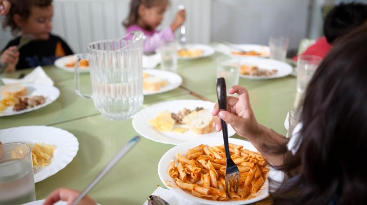 Las familias ven insuficiente la reforma de las becas de comedor