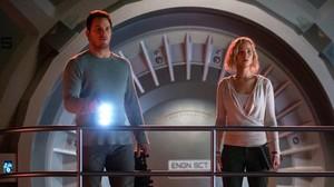 Chris Pratt y Jennifer Lawrence, en un fotograma de Passengers.