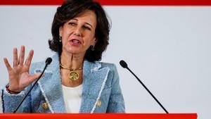 lmmarco41861731 spanish bank santander s executive chairman ana botin gives 180208182521