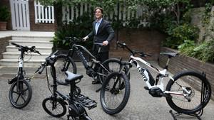 Daniel Oliver Bultó, con sus bicicletas eléctricas Lobito.