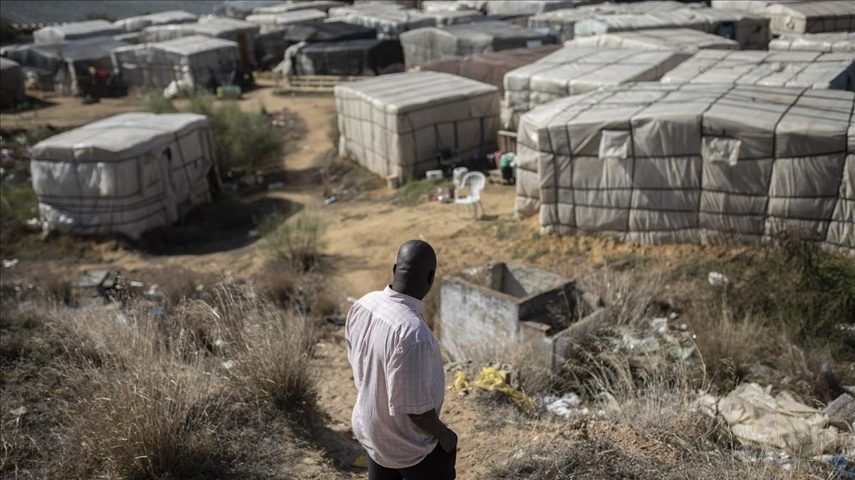 Campamento de chabolas en Lepe. / JUAN LUIS ROD