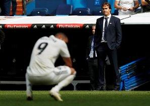 Lopetegui, al fondo, durante el partido del Real Madrid ante el Levante.