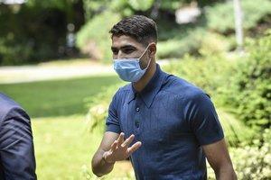 El marroquí Achraf Hakimi a su llegada a las oficinas del Inter en Milán.