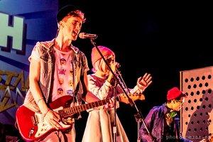 Aladdin es uno de los miembros de la banda Top Flash.