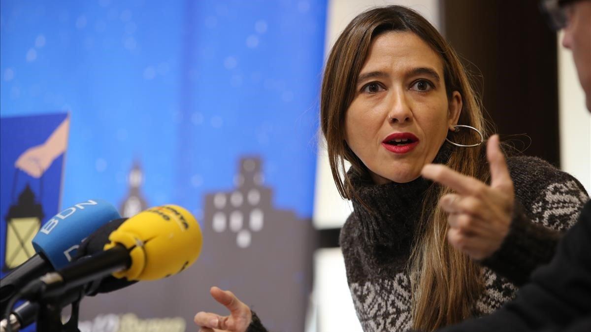 La alcaldesa de Santa Coloma durante la rueda de prensa ofrecida para presentar el servicio de vigilancia nocturna.