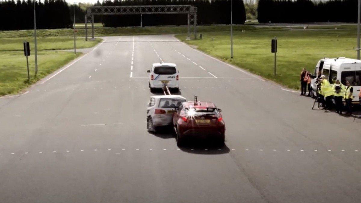 Así de peligroso es tener mal recalibrados los sistemas de seguridad ADAS del coche