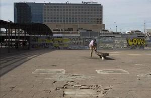 Aspecto de la plaza de los Països Catalans antes de empezar los trabajos.