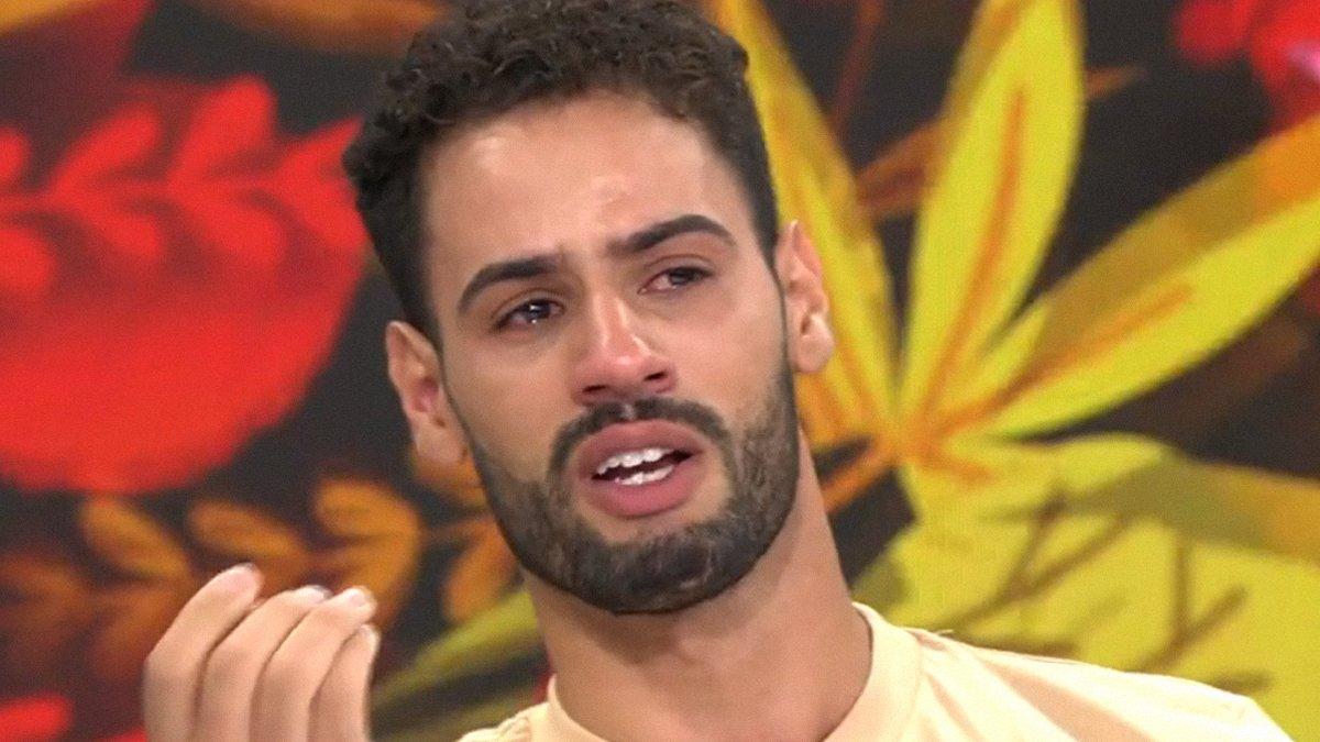 """Asraf rompe a llorar en 'Ya es mediodía': """"Isabel Pantoja sabe que nunca haría daño a su hija"""""""
