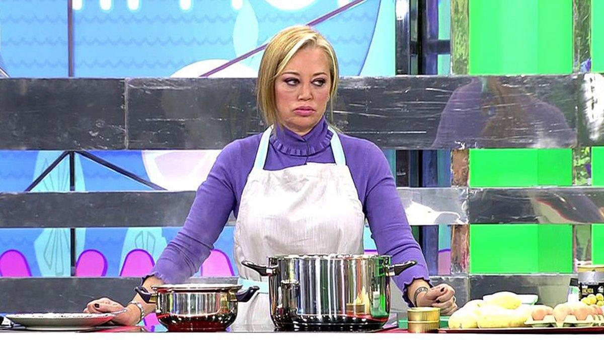 Belén Esteban cocinando su ensaladilla rusa en 'Sálvame'.