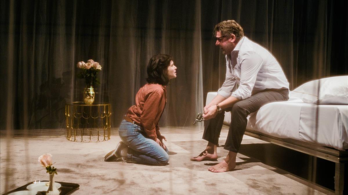 Marta Ossó y Pere Arquillué en una escena de Blasted.