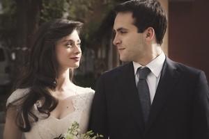 La boda de Carlos (Ricardo Gómez) y Karina (Elena Rivero), en Cuéntame.