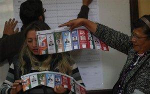 El conteo de los votos en las elecciones de Bolivia.