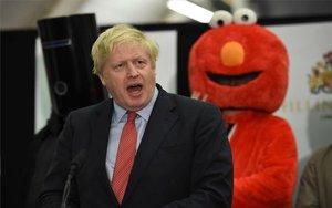 Boris Johnson celebrando el triunfo electoral en el Reino Unido.
