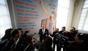 Brian S. Brown, presidente del Congreso Mundial de Familias, atiende a la prensa en Verona.