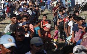 La caravana migrante de personas centroamericanas.