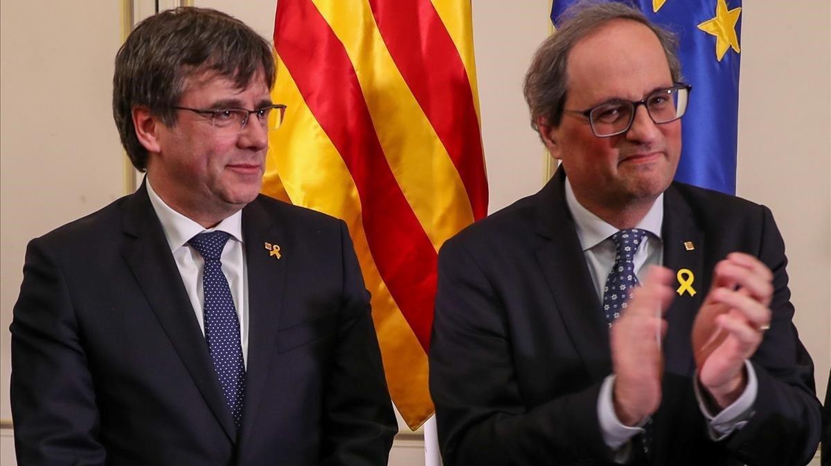Carles Puigdemont y Quim Torra, este lunes, durante su acto en Bruselas.
