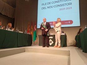 Carles Ruiz en el momento de ser reelegido como alcalde de Viladecans, este sábado en el Atrium de la localidad del Baix Llobregat.