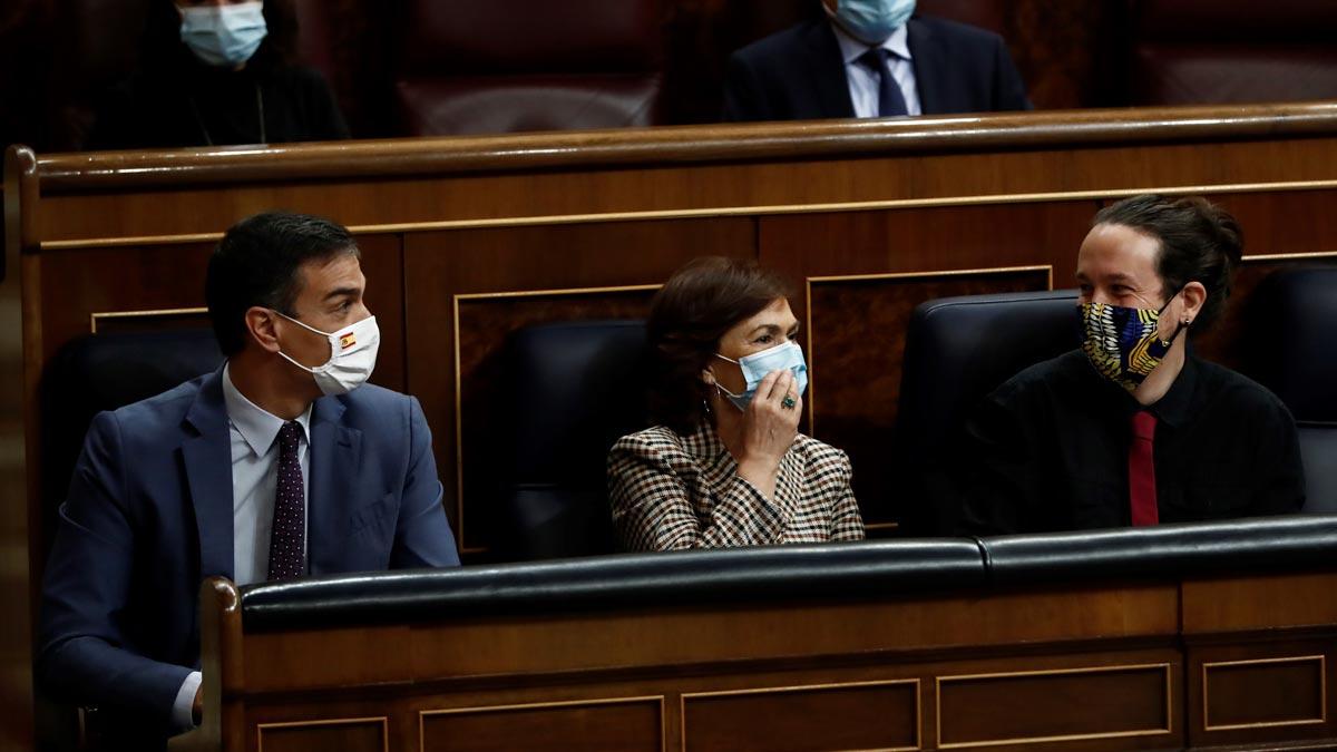 El CIS reduce la ventaja del PSOE sobre el PP a 11,9 puntos. En la foto, Pedro Sánchez, Carmen Calvo y Pablo Iglesias.