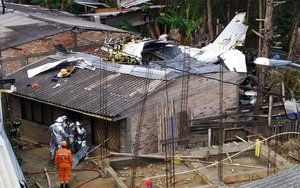 Una avioneta choca contra algunas casas en Colombia.