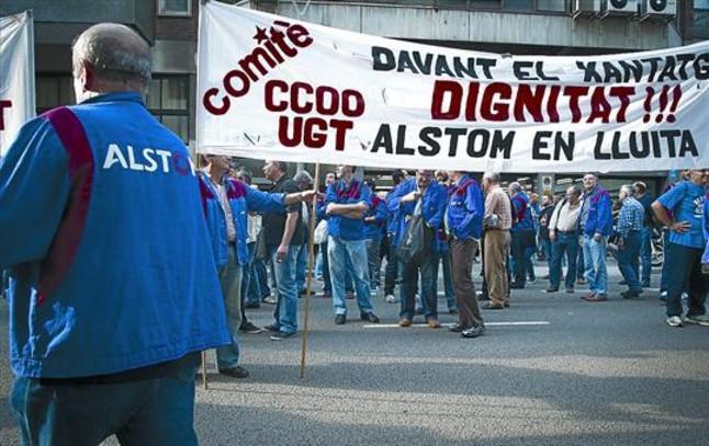 Concentración de empleados de Alstom ante la Conselleria dEmpresa i Ocupació el viernes pasado.
