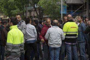 Concentración de protesta de trabajadores de Nissan ante la Conselleria de Treball, el pasado 29 de abril.