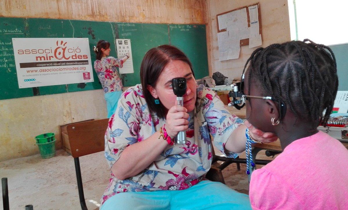 Ulleres des de Cornellà per lluitar contra la ceguesa evitable als campaments de refugiats del Sàhara
